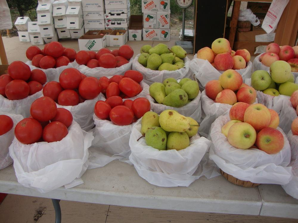Farm stand fruits and vegetables for Fruit and vegetable garden