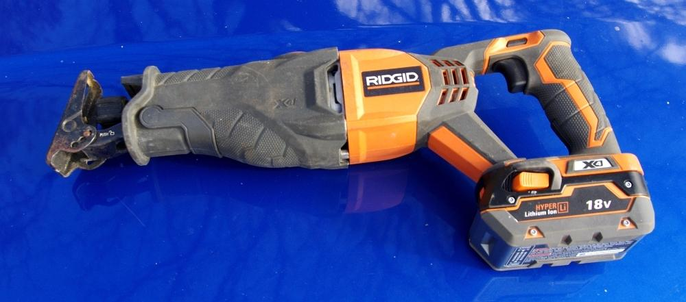 Between loppers and chainsaw using a cordless reciprocating saw between loppers and chainsaw using a cordless reciprocating saw as a garden tool greentooth Image collections