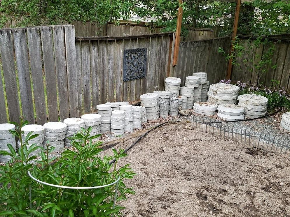 10 Landscaping Ideas For Using Stepping Stones In Your Garden: Landscape Design Forum: DIY Concrete Stepping Stone Path